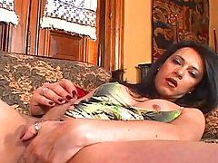 Hot dark hair tranny masturbating on the couch till it cums!